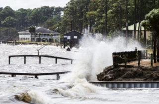 Фото. Приближение урагана к берегам Флориды