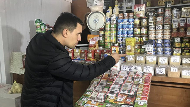 Фото. На 3,5 рублей в месяц депутат смог позволить себе макароны, консервы, овощи