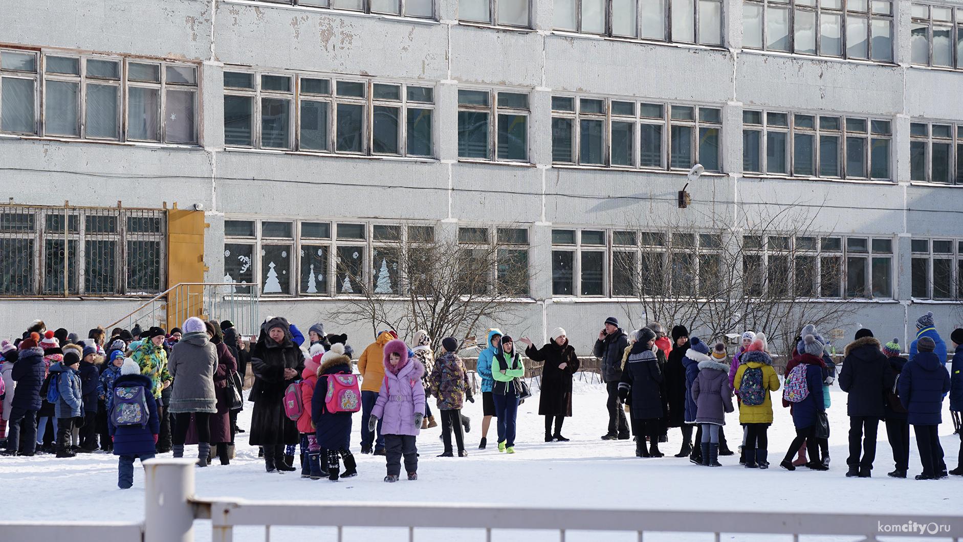 Фото. В стенах школы №37 Космомольска-на-Амуре учитель избил второклассника