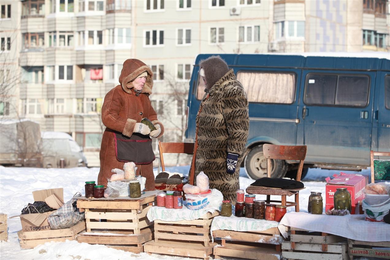"""Фото. Бабушки, торгующие вареньем на улице, отныне """"вне закона"""""""