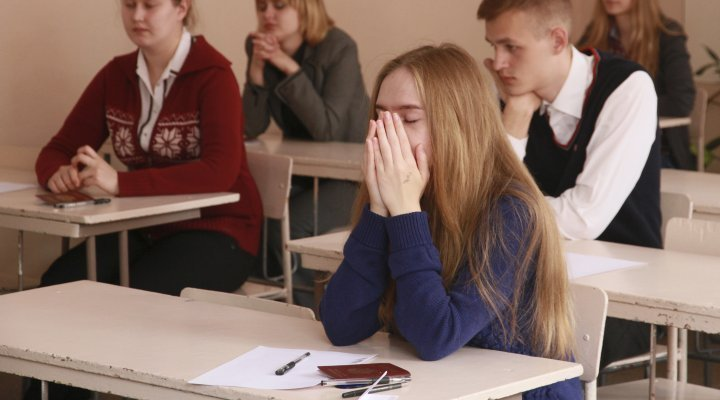 """Фото. ЕГЭ уже 9 лет становится самым """"страшным"""" испытанием для школьников"""