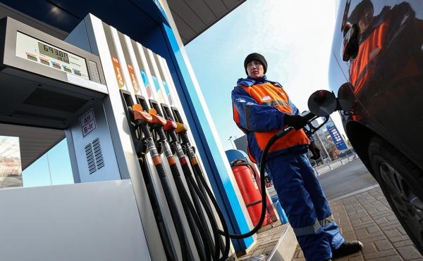 Фото. АИ-95 стоил 30 рублей за литр в декабре 2012-го
