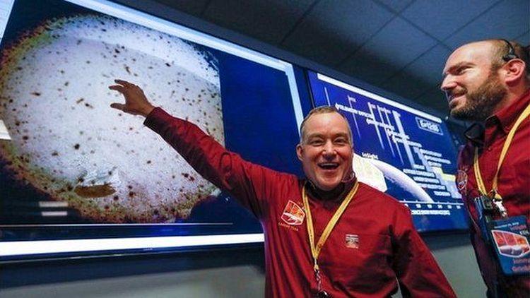 Фото. Робот Insight прислал на землю первую весточку с Марса