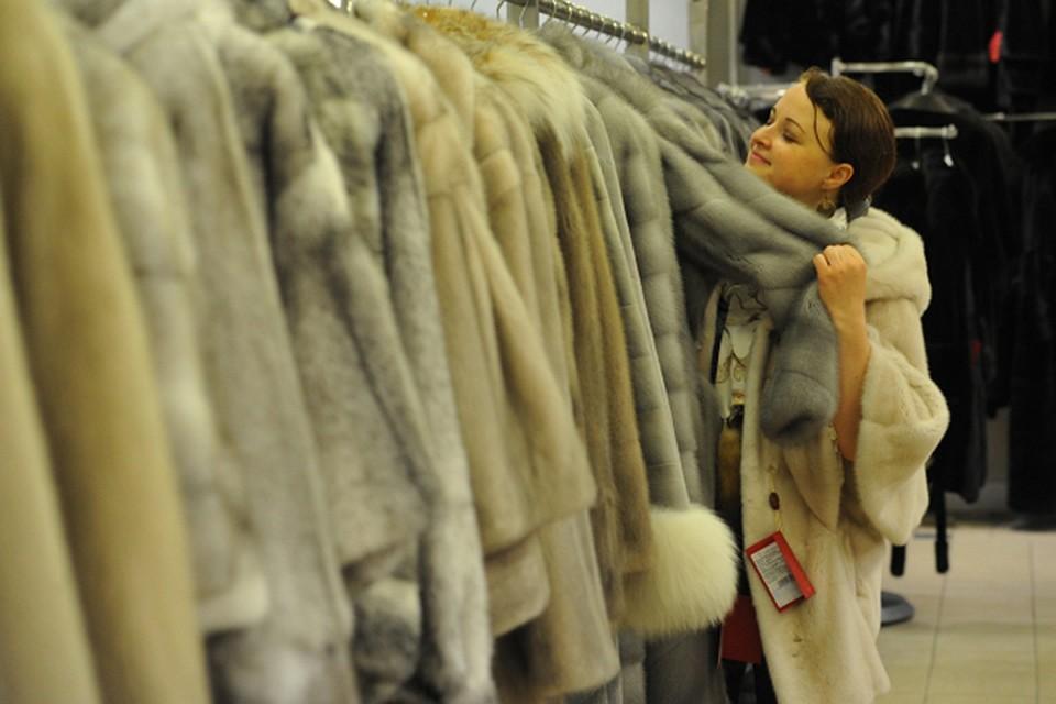 Фото. Лишь 28% россиян могут позволить себе купить дорогую одежду и гаджеты