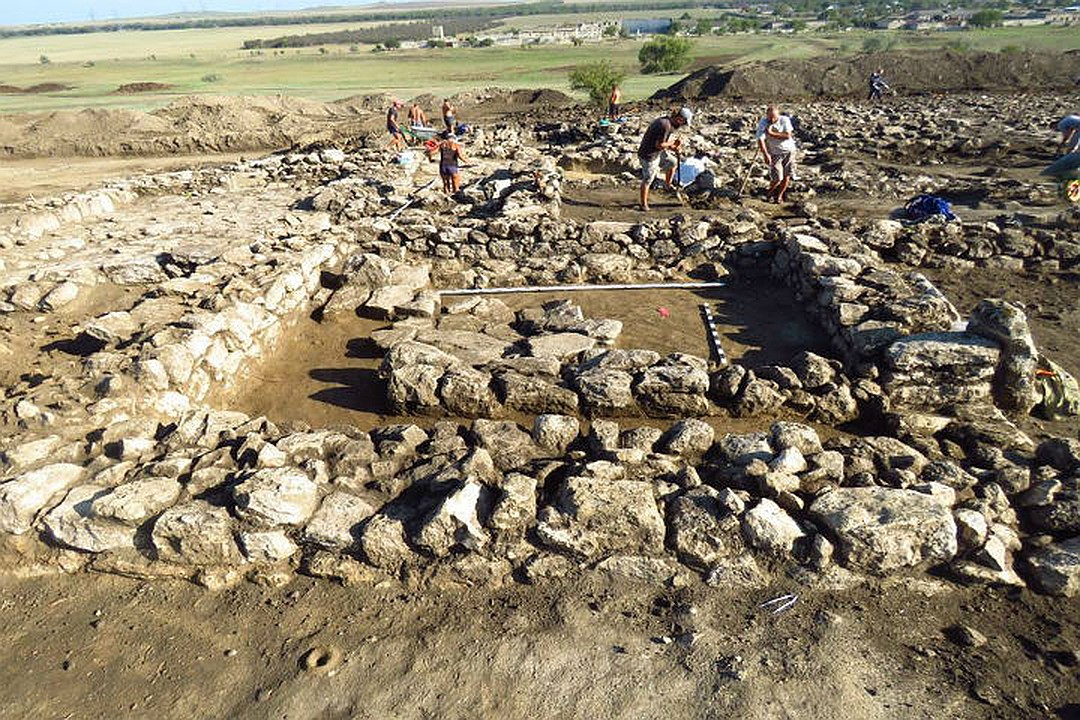 Фото. Раскопки в районе Крымского моста позволили обнаружить древнейший памятник старины
