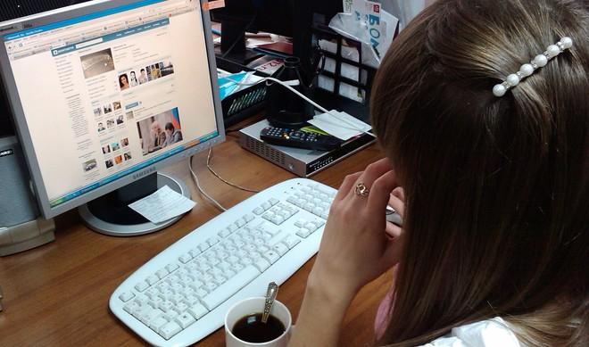 Фото. Многие начальники готовы увольнять сотрудников, проводящих много времени в соцсетях на рабочем месте