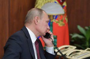 Фото. На работе Путин говорит исключительно по проводным телефонам старого образца