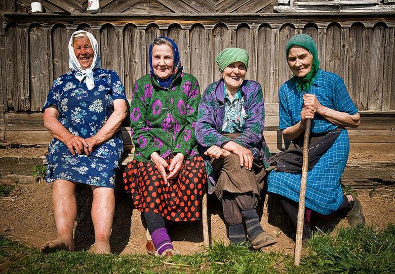 Фото. На селе работали, на селе и остались. Пенсионерам из деревень дадут хорошую прибавку к пенсии