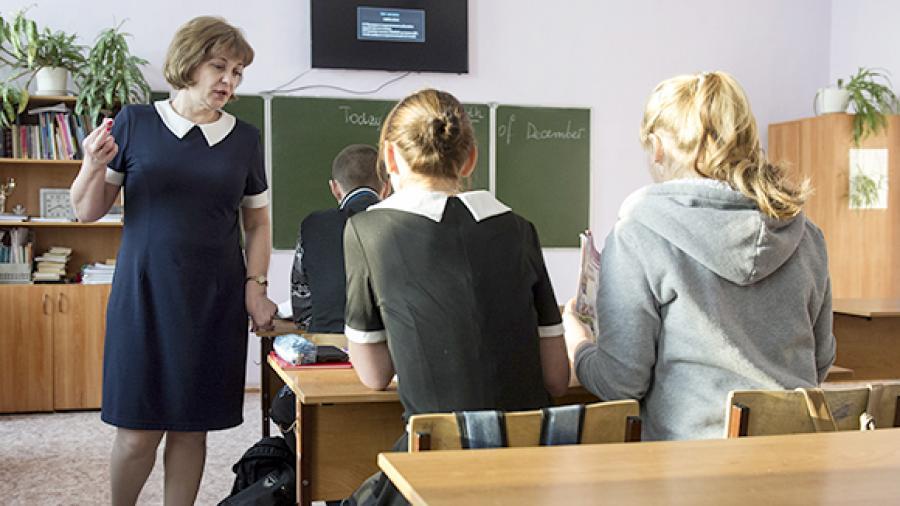 """Фото. Вскоре учителям не придётся брать """"допчасы"""", чтобы получить достойную зарплату"""
