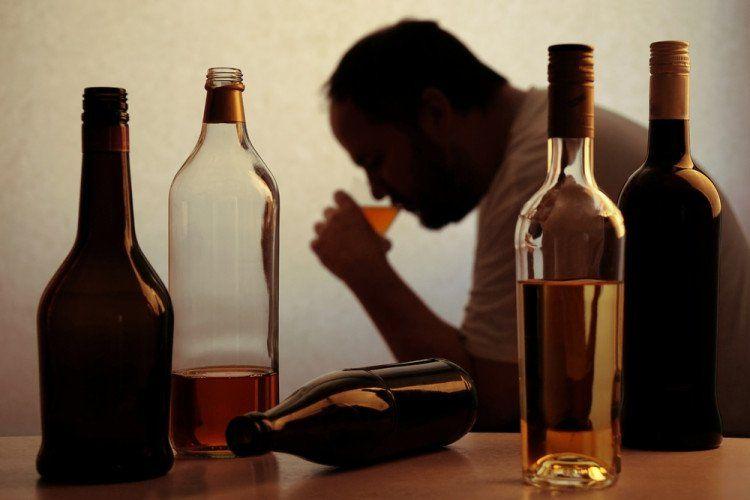 Фото. Крепкий алкоголь снабдят надписями о последствиях его употребления