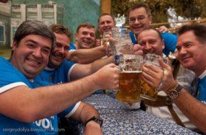 Фото.Немцев раздражает, что русские ведут себя шумно и много пьют