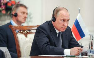 Фото. Песков называет Путина превосходным оратором