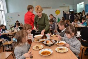 Фото. 11 школьникам Кемеровской области удалось собрать деньги на питание