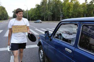 Фото. Бензин – дорогое удовольствие, который в России льётся рекой