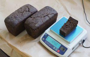 Фото. Депутат Бикбаев хотел подарить блокадникам по кусочку хлеба в 125 грамм