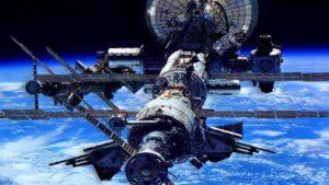 Фото. До 2021 года на МКС отправят двух космических туристов