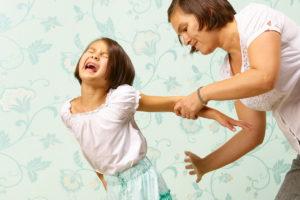 Фото. Дети начинают терпеть побои от педагогов с детского сада