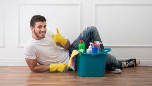 Фото. В клининговых компаниях, к сведению мужчин, часто работают мускулистые и красивые парни