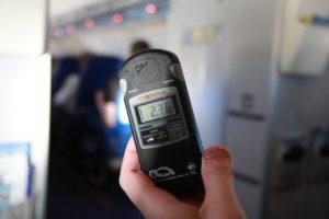 Фото. Если измерить дозу радиации в салоне самолёта, можно навсегда расхотеть летать