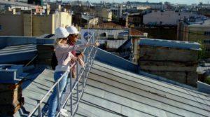 Фото. В Питере любители острых ощущений могут сходить на легальную экскурсию на крышу семиэтажки