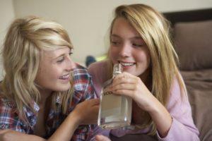Фото. В интернете действуют больше 3000 нелегальных сайтов, которые торгуют контрафактным алкоголем
