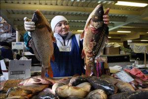 """Фото. Операция """"Античервь"""" может привести к дефициту рыбной продукции в магазинах"""