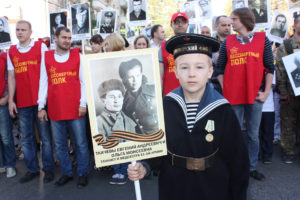 """Фото. В """"Бессмертном полку"""" в этом году пройдут сотни тысяч россиян"""