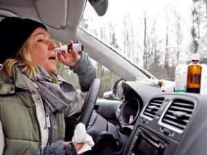 Фото. Если заболели, не пичкайте себя лекарствами за рулём. Лучше посидите дома