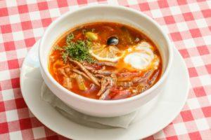 Фото. Сборную солянку диетологи назвали самым вредным супом