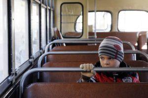 Фото. Дети в транспорте беззащиты