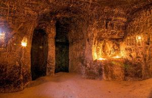 Фото. Залы в меловой пещере.
